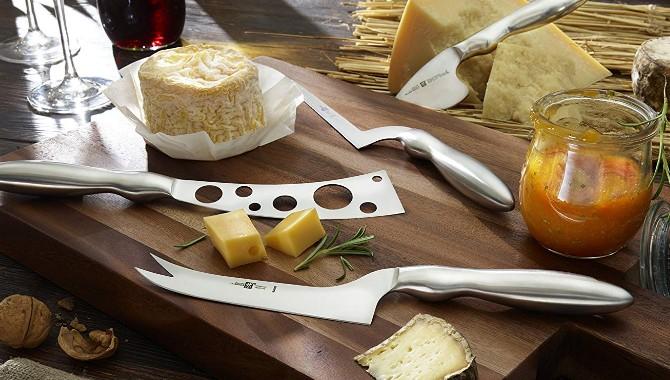 Cuchillos con agujeros en la hoja